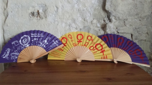 els vanos feministes per passar la calor...dissenyats per Roser Pineda!